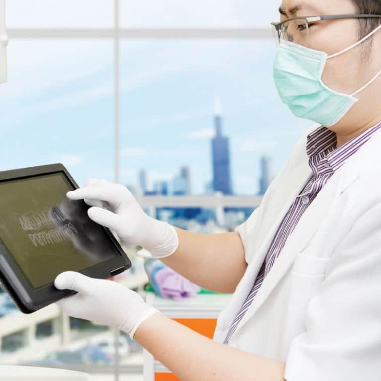 השתלות שיניים מונחות מחשב – פרמון דנטל